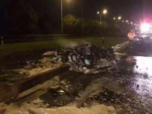 400万跑车成焦炭 4秒钟后火势难控制驾驶员身亡