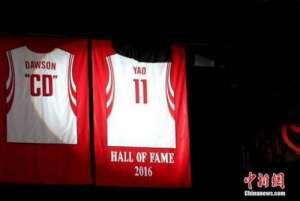 """姚明球衣退役 篮球迷想知道:中国篮球的下一个""""小巨人""""在哪儿?"""