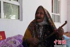 """新疆130岁高龄老人经检查没有""""三高""""最爱玉米馕"""