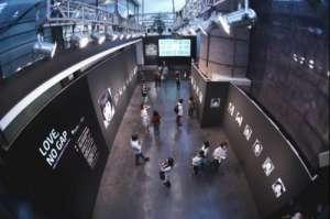 世界医讯携手小象馆进驻尤伦斯 发起公益摄影展《爱,不隔阂》