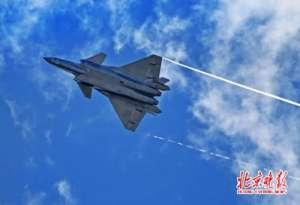 歼20入空军服役 采用一种类似F-22的新型迷彩涂装