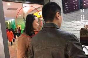 孕妇在商场遭抱摔续:孕妇无大碍 涉案人被拘14天
