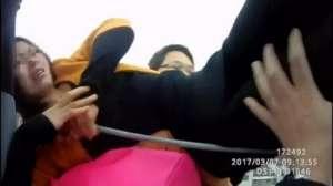 女子欲跳楼逼丈夫就范 被救后不提感激却抱怨民警来早了?