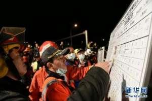 台湾游览车翻车事故已致32死12人送医 车上无大陆游客