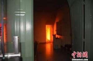 男子要钱遭拒纵火烧自家楼房 致其3岁及11岁两个妹妹被困楼上