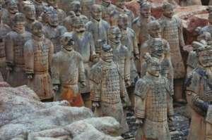 安徽山寨兵马俑群 网友:秦始皇,有人模仿你的坑!