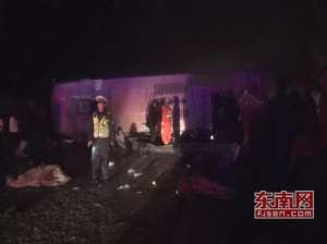 福银高速翻车事故 一名男性乘客和一名女性乘客不幸遇难