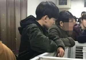 王源回校遭围观 网友-为何现在连男孩子都那么不矜持?