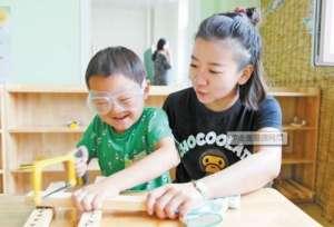 女老师自学木工 钟爱刨花儿香,成幼儿园木工坊总教练