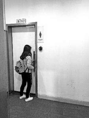 写字楼厕所装门禁 太尴尬!上不了厕所只能另外找地儿或干脆憋着