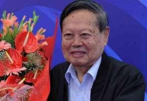 杨振宁弃外国国籍 自曝:父亲到临终时都没原谅他放弃中国国籍