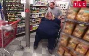 23岁女子吃汉堡炸鸡10年体重320斤:胖成球