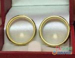 小伙求婚戒指遗失:将装有求婚戒指的背包遗落在候车室 好事多磨?