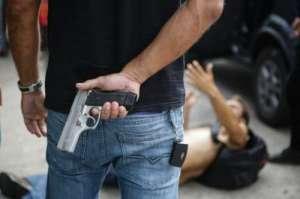 巴西发生严重骚乱 帮匪势力趁机斗殴砍杀遇害者被刀具割喉