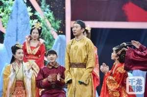"""刘晓庆重现女王风采 再现霸气""""武则天""""获众人""""五体投地""""式膜拜"""