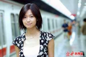 徐静蕾晒光头造型 网友:还是喜欢十多年前你纯美的外型
