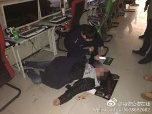 """男子上网吐血倒地 在救护车上一席话""""感人肺腑"""""""