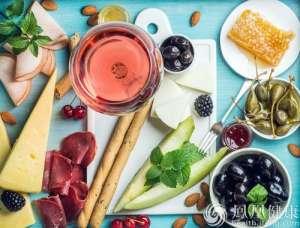 日企用中国蜂蜜冒充日本货 称标中国产没人买