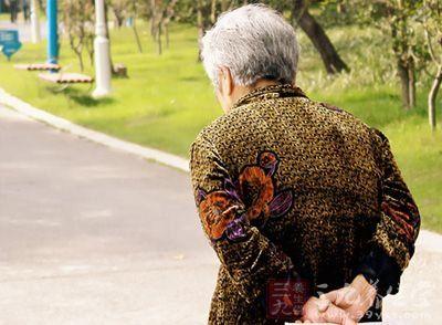 老年人中风是什么引起的