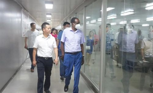 埃塞俄比亚联邦民主共和国驻华大使特肖梅莅临重庆桐君阁药厂参观考察